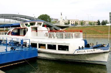 Neries upėje - ir pramoginiai laivai