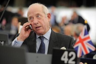 Europos Parlamento pirmininkas išvarė iš salės britą, kuris kolegą išvadino fašistu