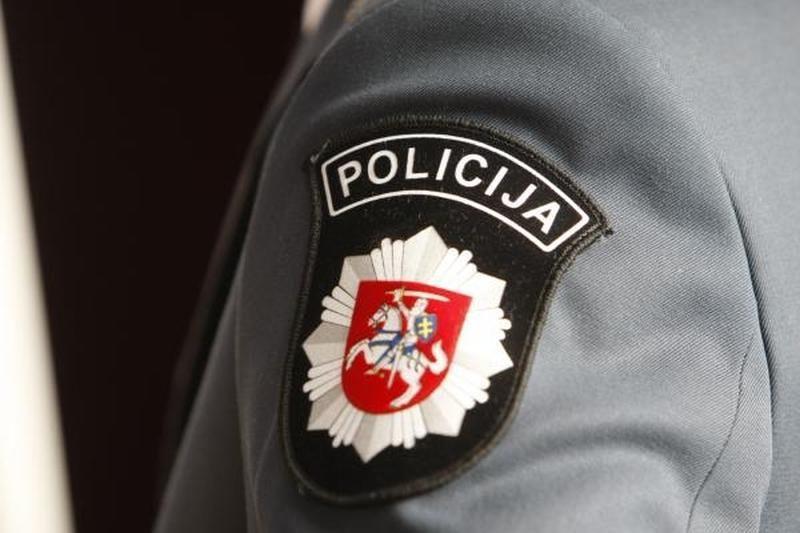 Šiaulių policininkai peiliu grasinusį įtariamąjį tramdė elektrošoku