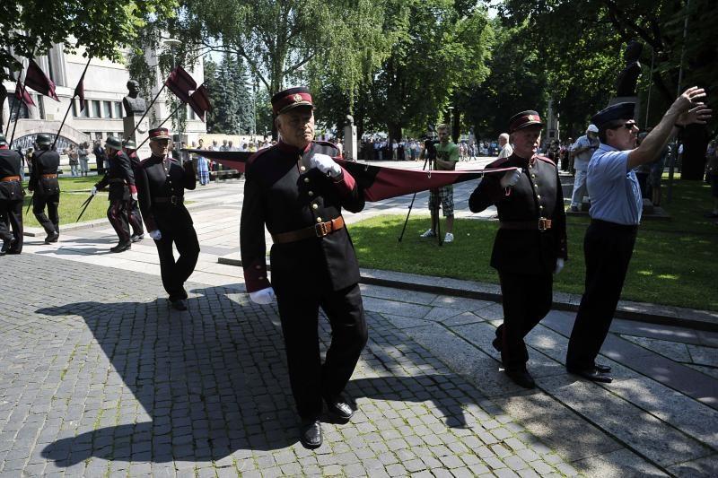 Virš Kauno suplevėsavo Vyčio kryžiaus vėliava