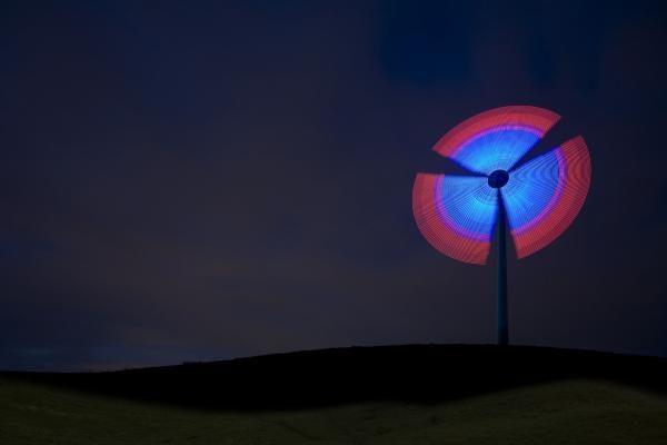 """""""Siemens"""" įžiebė didžiausią pasaulyje besisukančią Kalėdų žvaigždę"""