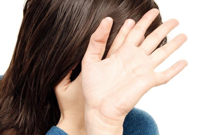 Vyrai varžosi žiaurumu žalodami šeimos nares