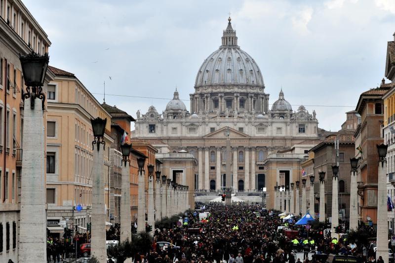 Emocijų apimtas popiežius sako, kad Dievas prašė jo atsistatydinti