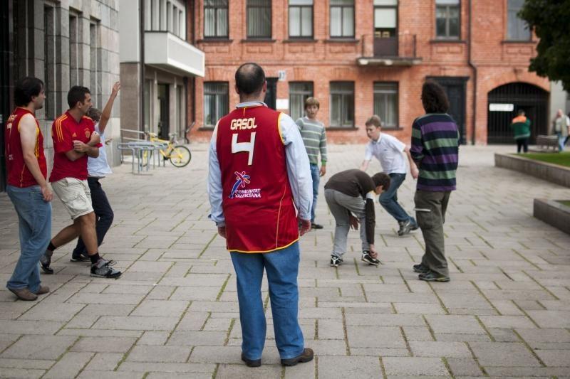 Kaune krepšinio kamuolį gainioja ir užsienio sirgaliai