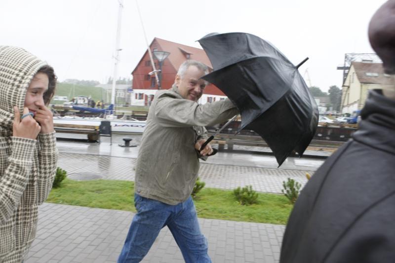 Bjaurus oras išvaikė prekybininkus