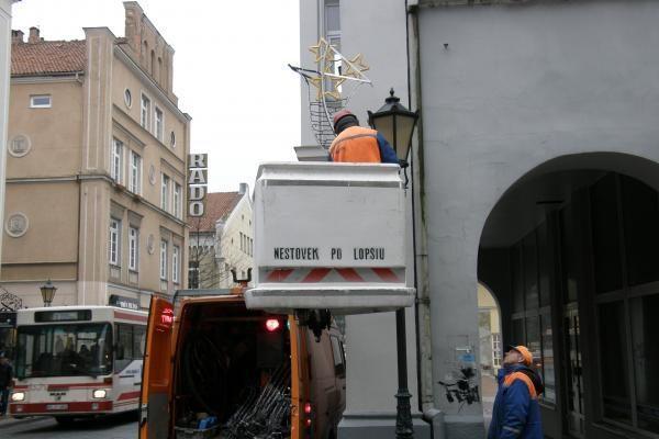 Pradėta puošti Tiltų gatvė