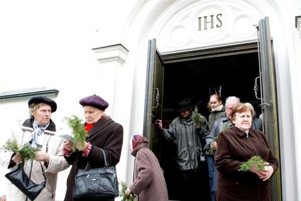 Verbų sekmadienį – į bažnyčią