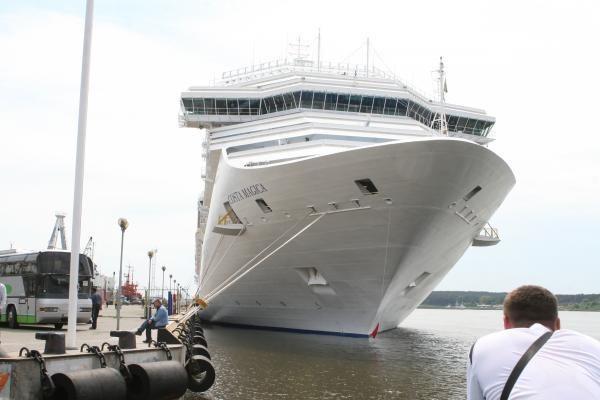 """""""Costa Magica"""" į Klaipėdą vėl atplukdė tūkstančius turistų"""