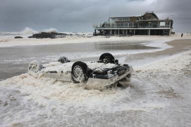 Australijoje per potvynį žuvo žmogus, tūkstančiai evakuojami