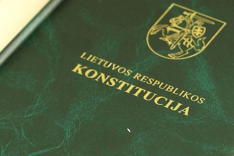 Nepritarta siūlymui į švenčių sąrašą įtraukti Konstitucijos dieną