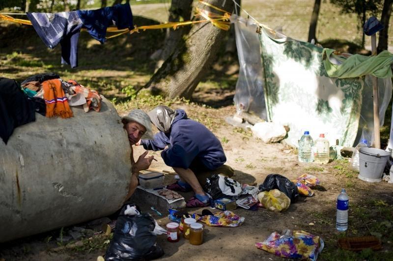 Nemuno salą okupavę benamiai užsivijo žurnalistus