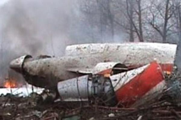 Lenkijos premjeras tikisi prezidentinio lėktuvo nuolaužas atgauti iki nelaimės metinių