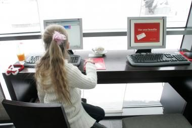 Tyrimas: vaikai atskleidžia per daug asmeninės informacijos internete