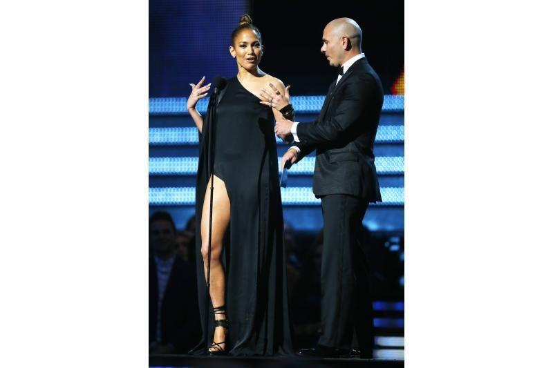 J. Lopez parodė raumeningas šlaunis (ar ji kopijuoja A. Jolie?)