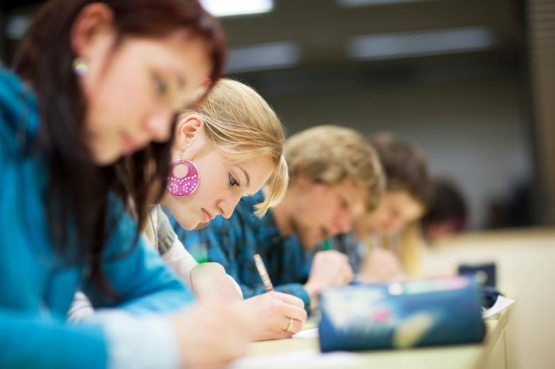 Valstybės finansuos studijas tik išlaikusiems du egzaminus