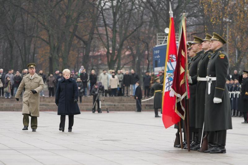 Prezidentė kariuomenę vadina patriotizmo ir pagarbos šaliai pavyzdžiu