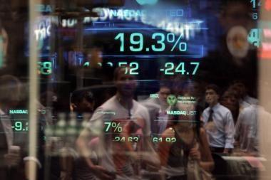 Nori ištraukti akcininkus, besislepiančius banko klientų sąrašuose