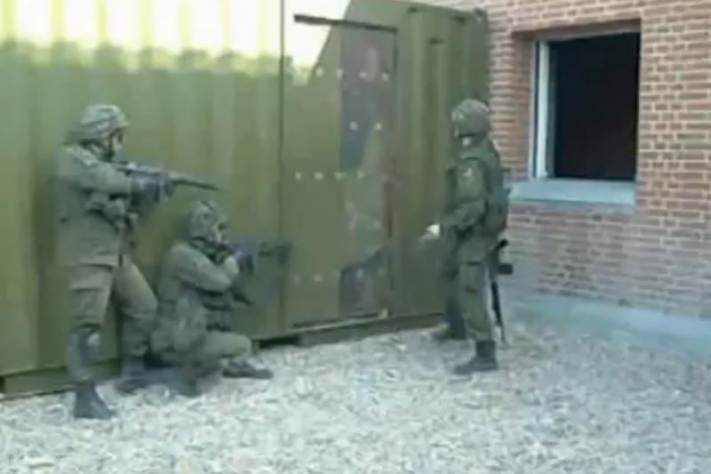 Interneto sensacija: nevykęs kario mėginimas išlaužti duris