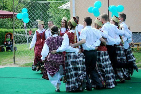 """""""Vilniaus jovarai"""": lietuviškų mokyklų meno kolektyvai demonstravo kūrybiškumą"""