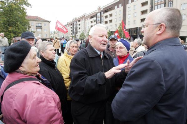 """Prie Seimo - pensininkų, """"frontininkų"""