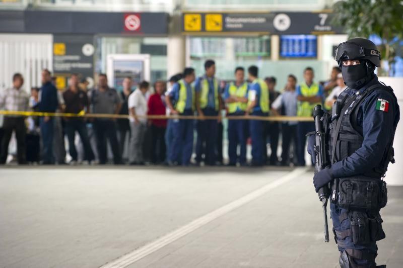 Meksiko oro uoste nušauti trys policininkai