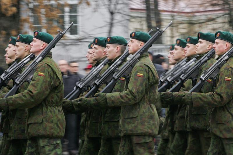 Po reformos kariai į darbą bando grįžti per teismus