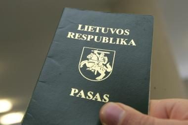 Sulaikytas britas bandė suvalgyti padirbtą lietuvišką pasą