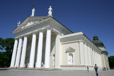 Minėdami Vilniaus krašto okupaciją lenkai apšlapino Katedrą