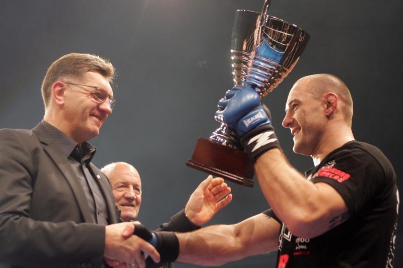 E.Valavičius antrą kartą užsijuosė pasaulio bušido čempiono diržą