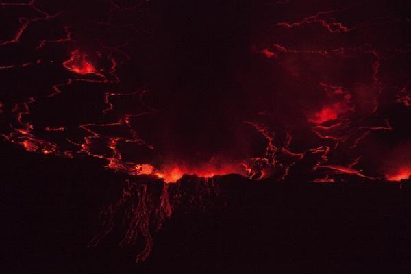 Nyiragonge naktį spindi lavos ežeras