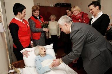 Šimtametė senolė sulaukė sveikintojų