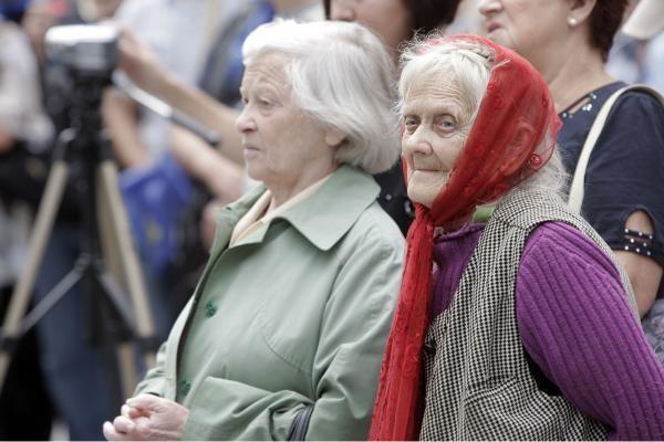 Pensininkai pensijų grąžinimo gali tikėtis 2015 m.