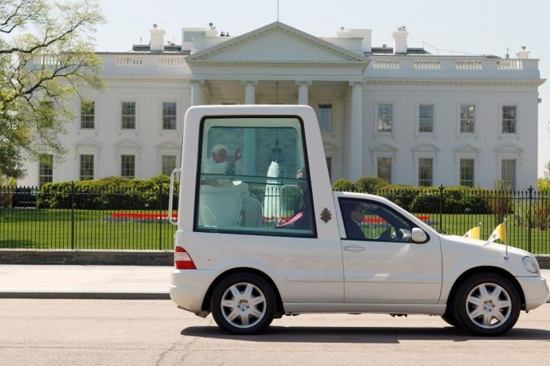Popiežius irgi nori kurą taupančio automobilio