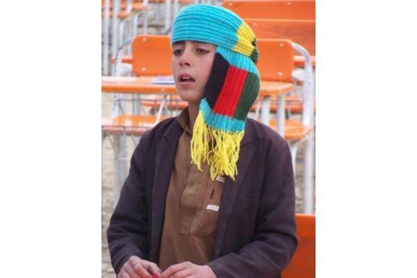 Afganistano vaikus šildys ir klaipėdiečių megzti šalikai