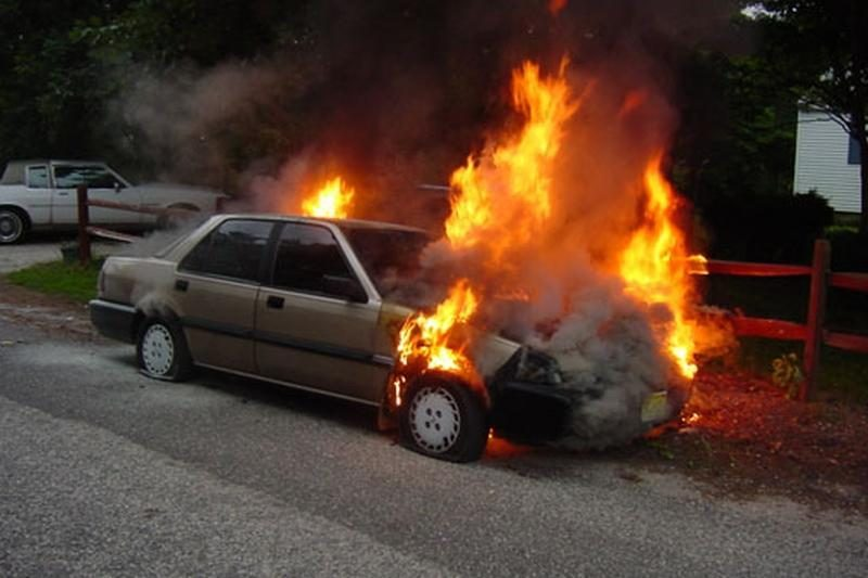 Klaipėdos rajone policijos sustabdytas vairuotojas padegė savo mašiną