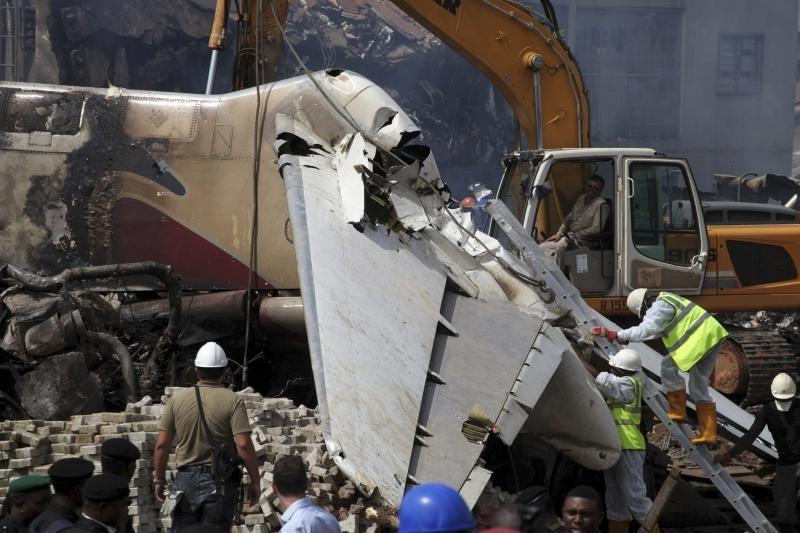 Lėktuvo avarija Nigerijoje: gelbėtojai renka palaikus