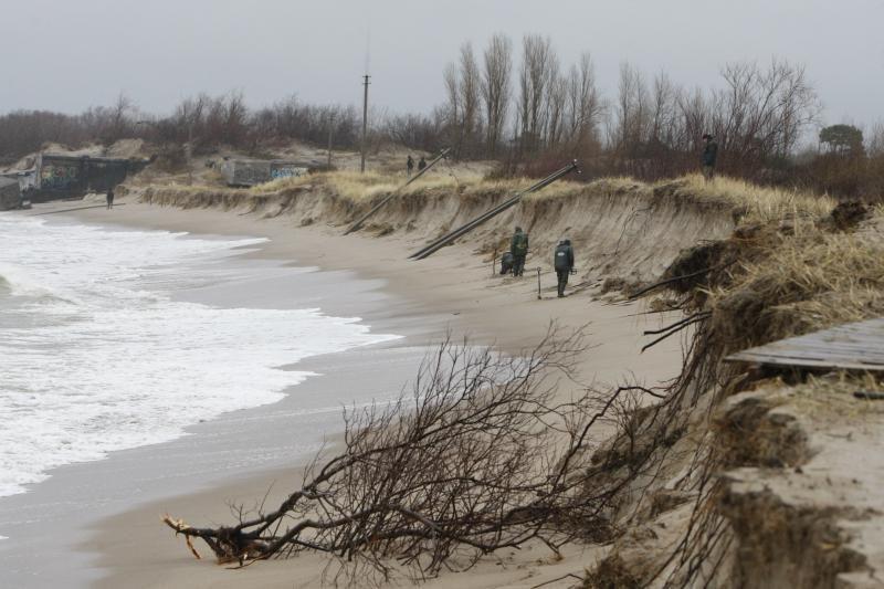 """Ruošiamasi smėliu """"maitinti"""" paplūdimį"""