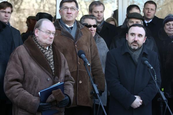 Vilniuje atidengta paminklinė lenta A.M.Brazauskui