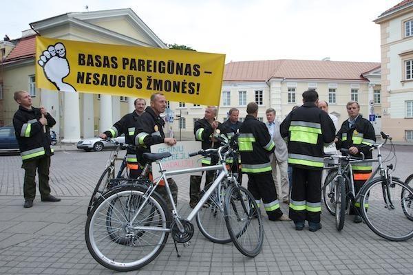 Ugniagesiai: į gaisrus teks vykti dviračiais (papildyta)