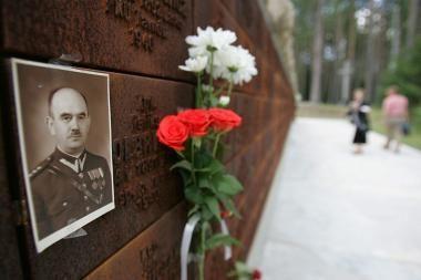 D.Medvedevas: J.Stalino ir jo pakalikų kaltė dėl Katynės tragedijos nekelia abejonių
