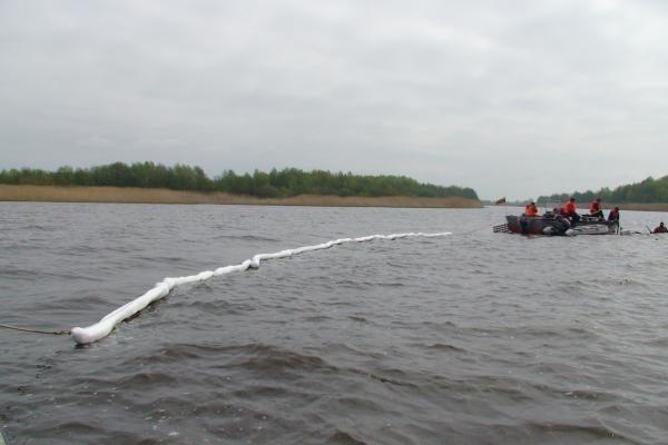 Iš Kuršių marių traukiami nuskendę rusų automobiliai