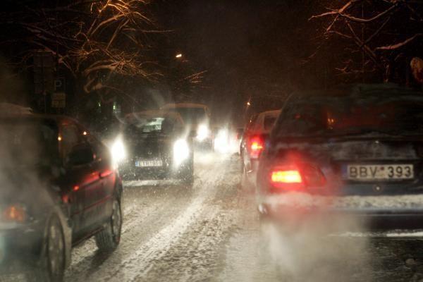 Kelininkai įspėja, kad naktį keliai bus slidūs