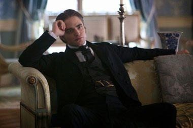 R.Pattinsonas drabužius perka dėvėtų rūbų parduotuvėse