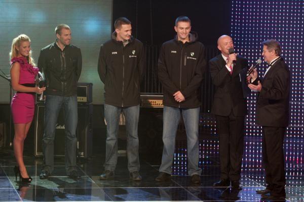 """SPORT1 naująjį sezoną pradėjo su parašiutais nusileidę """"Žalgirio"""" krepšininkai"""