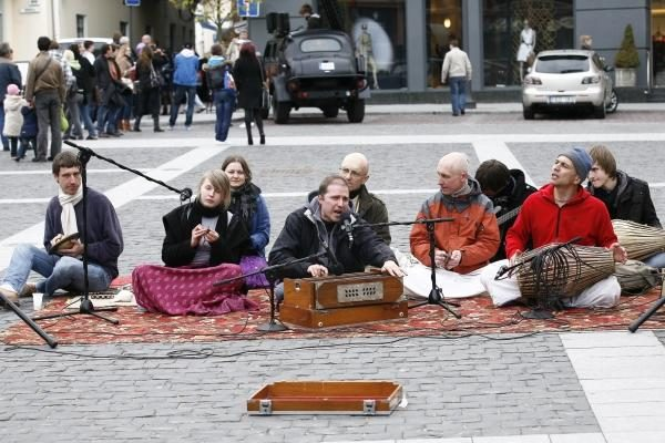 Įkyriai aukas renkantiems gatvės muzikantams - 2 tūkst. litų bauda
