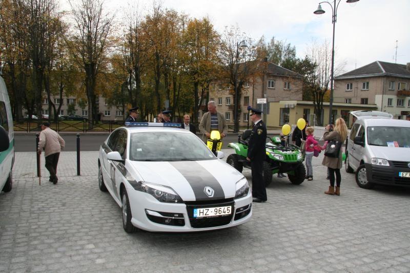 Skuodo miestelio gatves užtvindė policijos pareigūnai