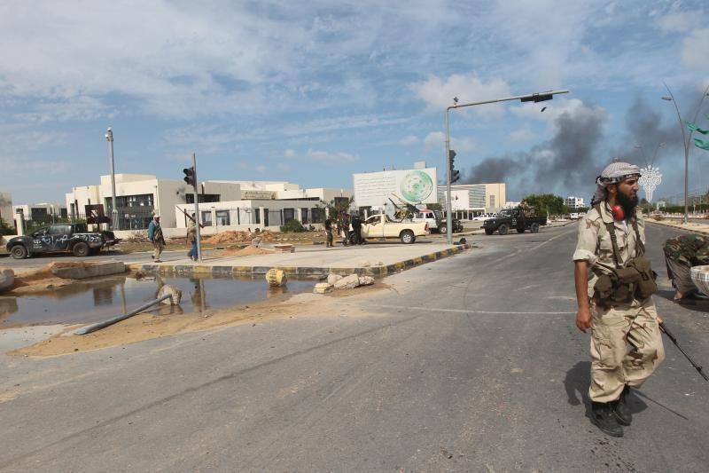 Libijos naujųjų valdytojų pajėgos perėmė Bani Valido oro uostą
