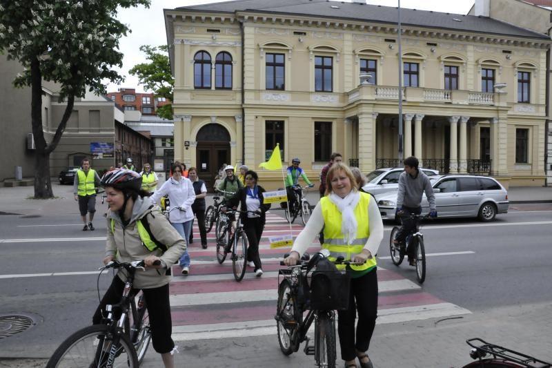 Bibliotekininkai mynė pedalus už bibliotekas (foto)