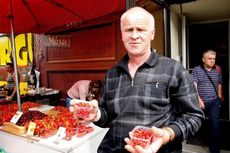 Kauno turgus jau kvepia žemuogėmis – po 6 litus už stiklinę