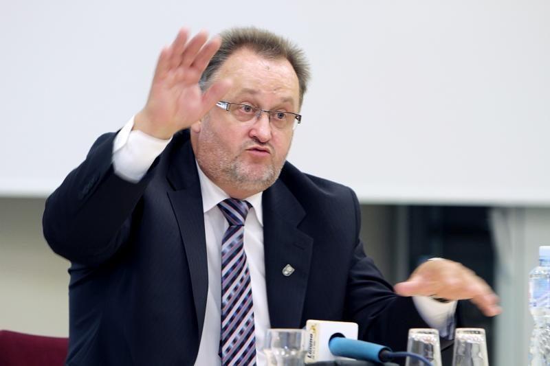 Teismas: V. Laurėnas turi būti atleistas iš KU rektoriaus pareigų